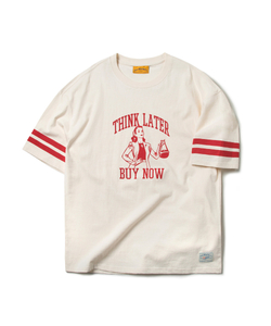 THINK LATER BUY NOW TEE (CREAM)_CMOEURS38UY5